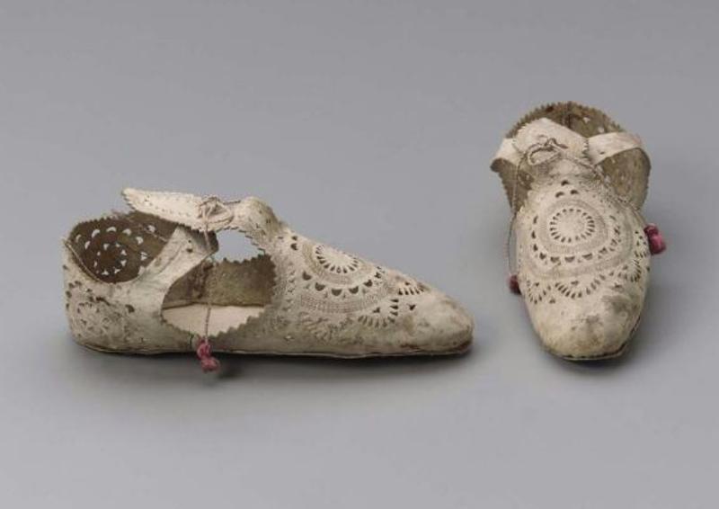 elizabethan-shoes